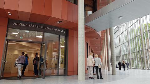 Blick in das Atrium der neuen Universitätsbibliothek.