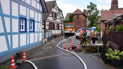 Die Feuerwehr pumpte in Langen mehrere Keller aus.