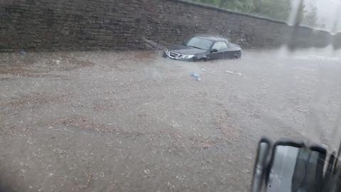 In Weilburg wurden am Sonntag Straßen überschwemmt.