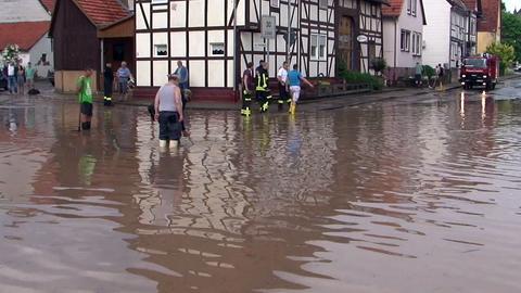 Überflutete Straße in Trendelburg