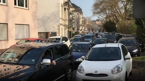 In vielen Straßen in der Frankfurter Innenstadt steht der Verkehr still