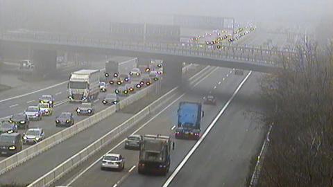 Der Verkehr staut sich bereits am Kreuz Darmstadt.