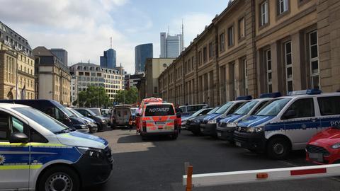 Einsatzkräfte am Frankfurter Hauptbahnhof