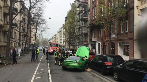 Die Straße wurde nach dem Unfall für den Verkehr gesperrt.