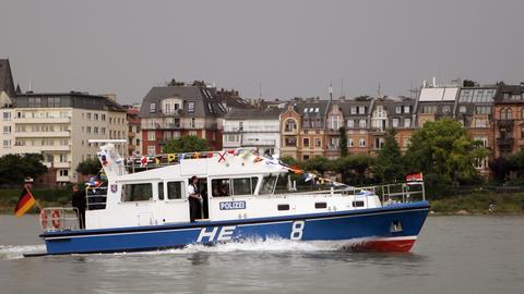 Ein Boot der hessischen Wasserschutzpolizei auf dem Main.