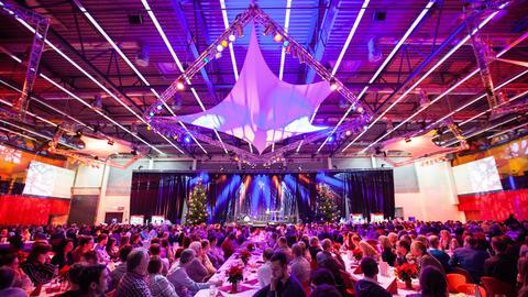 Weihnachtsfeier 2019 bei der Fuldaer Firma EDAG in einem großem Saal