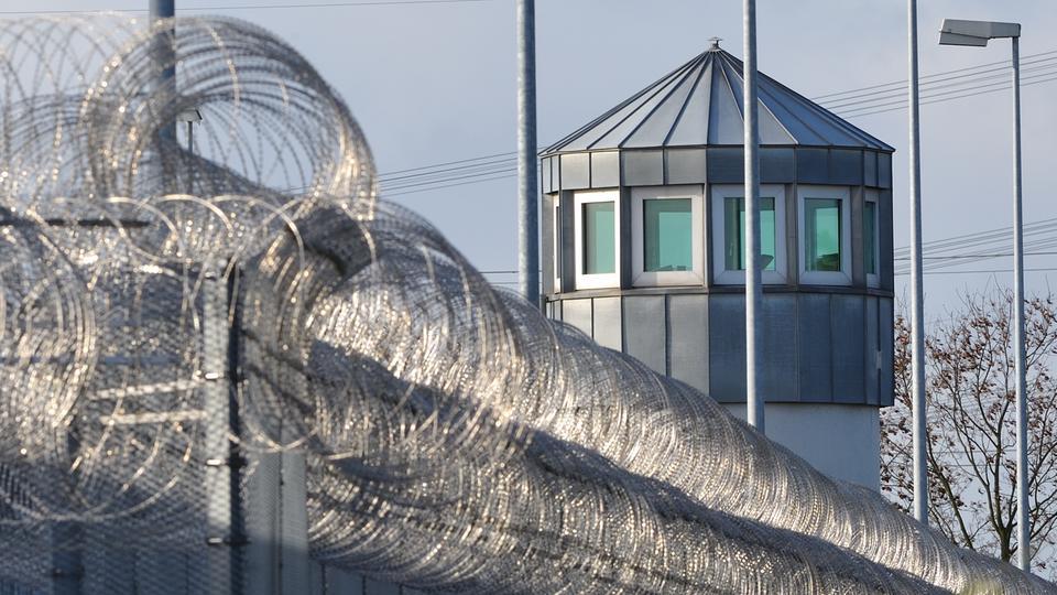 Bad Weiterstadt fußfessel überwachung zieht wegen terrorgefahr ins gefängnis