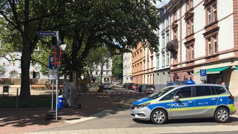 Polizei riegelt die Baustelle im Frankfurter Nordend ab, wo ein Blindgänger gefunden wurde