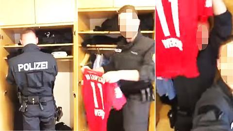 Polizist zeigt Trikot von Timo Werner