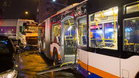 Der beschädigte Bus.
