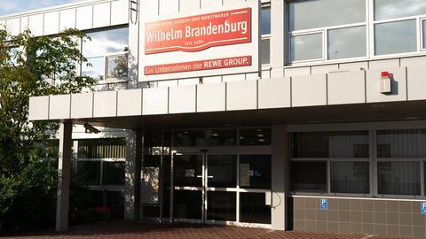 Das Produktionsgebäude der Großmetzgerei in Dreieich von außen.