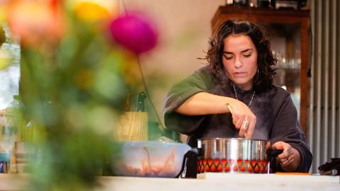 Die Studentin Laura Wittmann kocht für Sterneacker ein Gericht aus der Karibik.