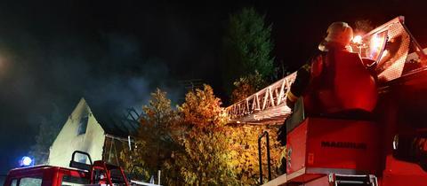 Feuerwehr im Einsatz bei einem Wohnhausbrand in Heidenrod