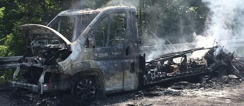 Das ausgebrannte Wohnmobil auf der A49