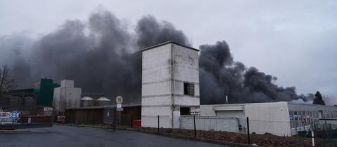 Blick auf riesige Rauchsäule in Wolfhagen.