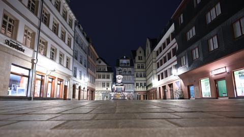 Die Frankfurter Zeil ist menschenleer.