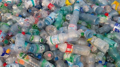 Ein Haufen von Pfandflaschen