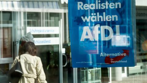"""Ein AfD-Wahlplakat in Viernheim: """"Realisten wählen AfD!"""""""