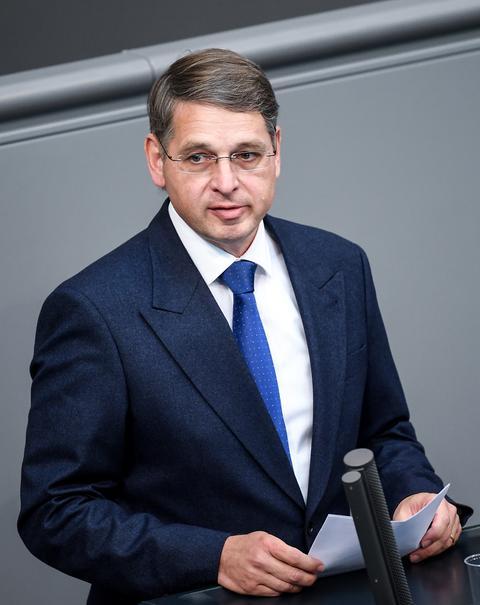 Der FDP-Abgeordnete Alexander Müller am Rednerpult im Bundestag.
