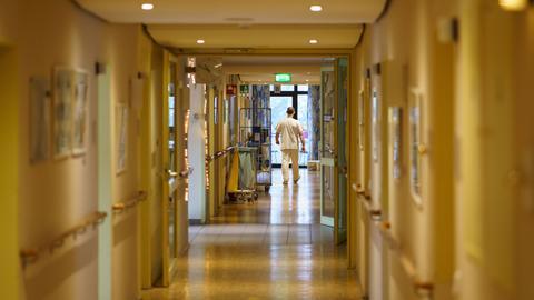 Gang im Pflegeheim August-Strunz-Zentrums in Frankfurt