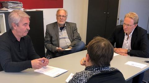 Beraten über Konsequenzen aus der Ortsvorsteher-Wahl: Altenstadts Bürgermeister Norbert Syguda (SPD), Erster Beigeordneter Werner Zientz (CDU) und SPD-Fraktionschef Jan Voß (SPD) (v.l.)