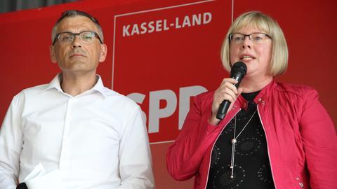 Andreas Siebert und Silke Engler, Vorsitzende der SPD in Kassel-Land