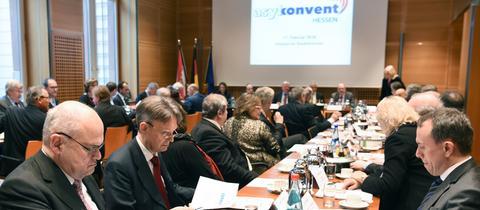 Blick in den Sitzungssaal des Asylkonvent