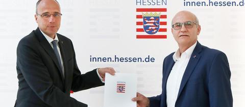 Innenminister Peter Beuth (l.) und der neue Integritätsbeauftragte Harald Schneider
