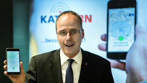 Innenminister Beuth beim Start von Katwarn bei der hessischen Polizei
