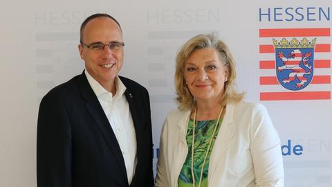 Innenminister Beuth und Vertriebenen-Beauftragte Ziegler-Raschdorf