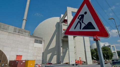 Blick auf das Atomkraftwerk Biblis