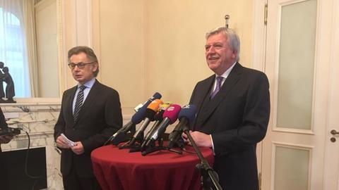 Volker Bouffier bei seiner Erklärung in der Staatskanzlei.