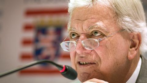 Ministerpräsident Bouffier (CDU) Anfang Juni auf einer Pressekonferenz in Wiesbaden.