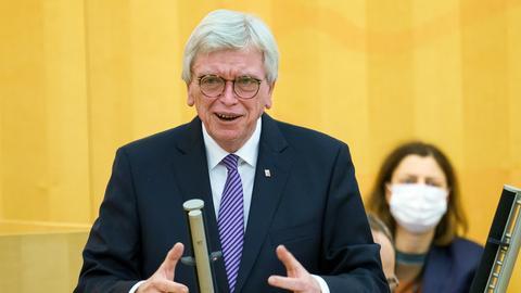 Ministerpräsident Volker Bouffier (CDU) bei seiner Regierungserklärung zur Corona-Lage