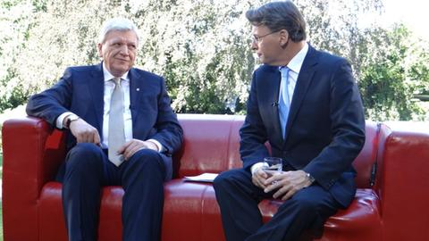 Ministerpräsident Volker Bouffier (CDU) im Interview mit Thomas Kreutzmann (rechts)