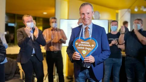 Der parteilose Bad Arolser Bürgermeister Jürgen van der Horst setzte sich bei der Landratswahl im Kreis Waldeck-Frankenberg durch.