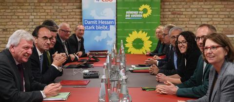 Die Koalitionsverhandlungen zwischen CDU und Grünen haben begonnen.