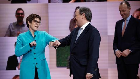 Der neue CDU-Vorsitzende Laschet, seine Vorgängerin Kramp-Karrenbauer und sein unterlegener Mitbewerber Merz