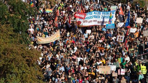 Tausende bei Demo gegen AfD in Frankfurt