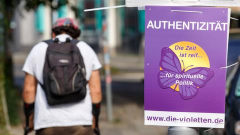 """Wahlplakat der """"Violetten"""""""