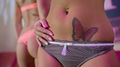 Eine Prostituierte im FKK-Sauna Club in Eichenzell.