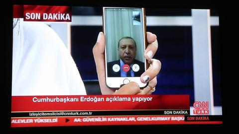 Während des Putschversuchs meldete sich der türkische Präsident Erdogan per Handy-Video.