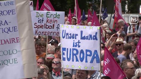 14.000 Menschen demonstrieren in Frankfurt für ein gerechtes Europa.