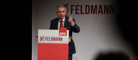 Peter Feldmann (SPD) auf dem Nominierungsparteitag seiner Partei für die Oberbürgermeisterwahl in Frankfurt.