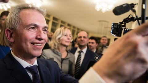 Strahlender Sieger: Feldmann bleibt Oberbürgermeister in Frankfurt.