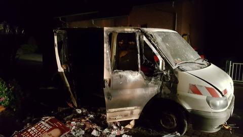 Das Fahrzeug nach dem Brand in Büdingen