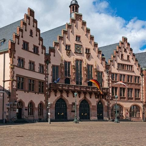 Blick auf die Häuserzeile am Römer in Frankfurt.