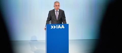 Der Frankfurter Oberbürgermeister Feldmann (SPD) bei der Eröffnung der IAA 2017.