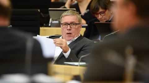 Jürgen Frömmrich bei einer Plenardebatte im Landtag.