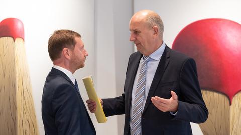 Mit blauen Augen zurück an die Regierungsspitze? Sachsens Michael Kretschmer (li., CDU) und der Brandenburger Ministerpräsident Dietmar Woidke (SPD).